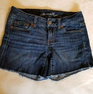 American Eagle Stretch Size 2 Dark Wash Shorts